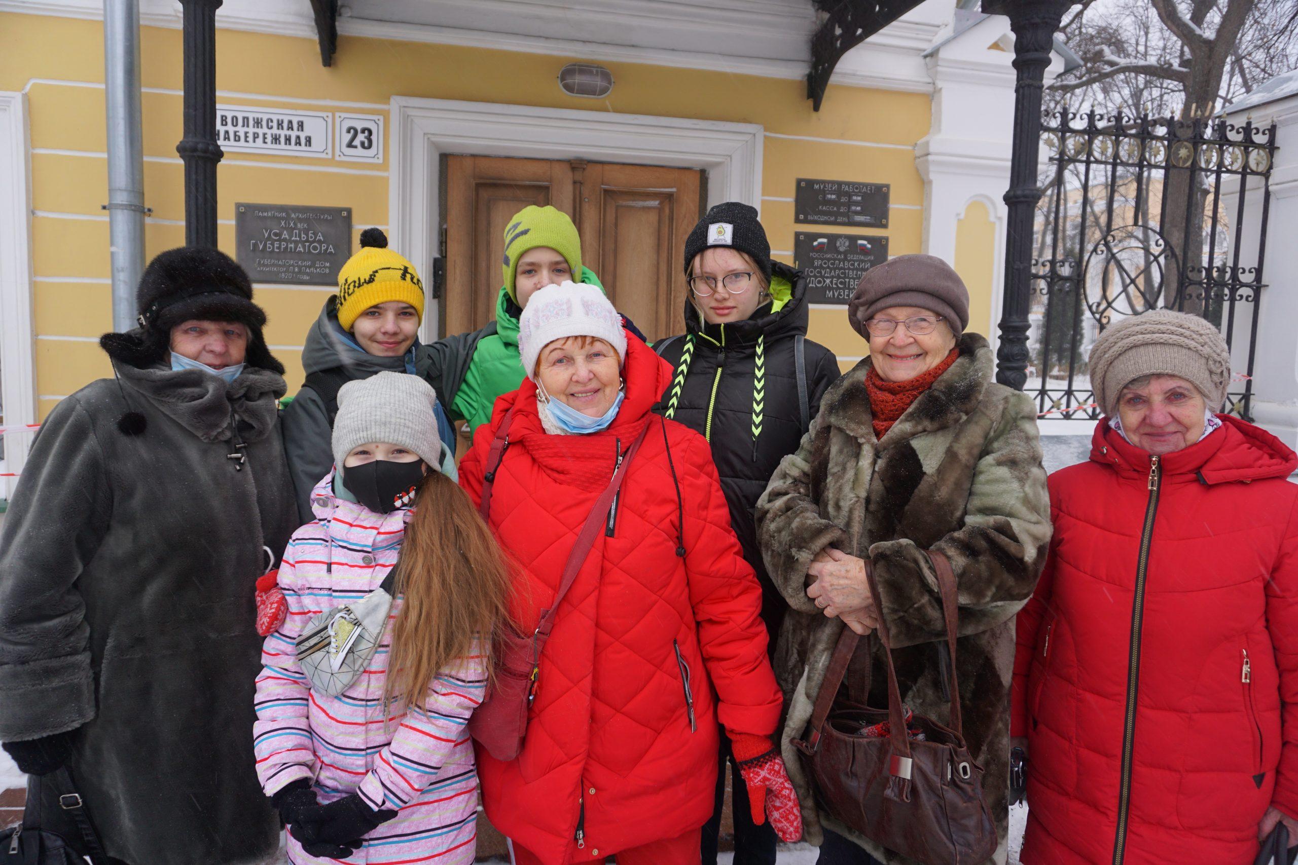 Участники проекта «Дедушки и бабушки. Рисуем вместе!» в Ярославском художественном музее.