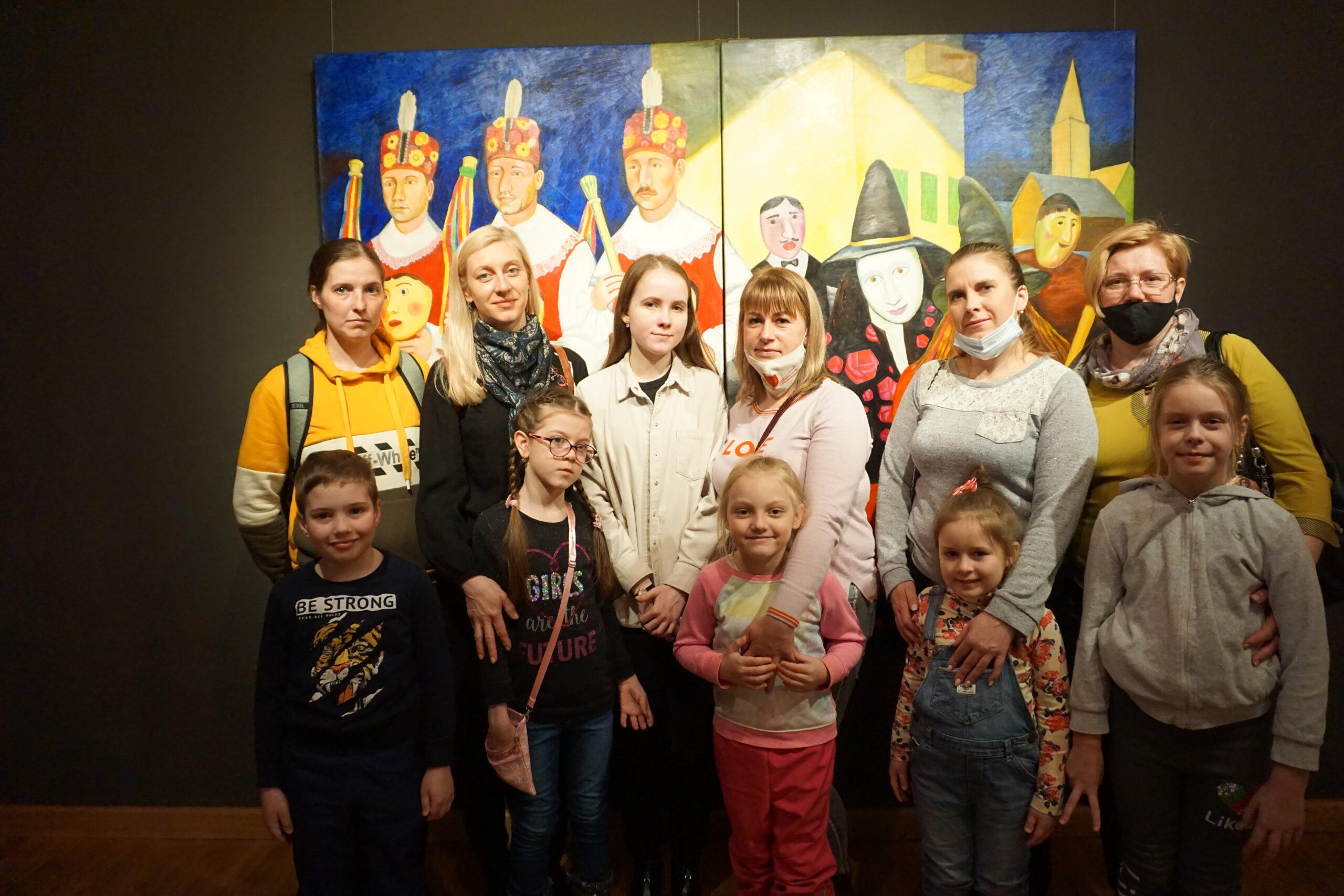 Семейное занятие «Синей птицы» на выставке Татьяны Назаренко